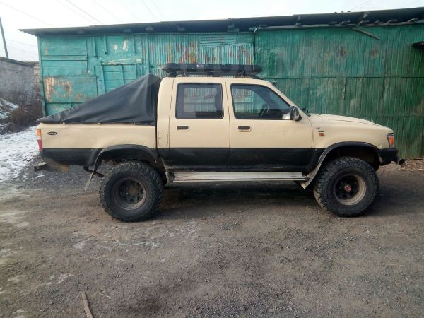 Toyota Hilux Pick Up, 1989 год, 590 000 руб.