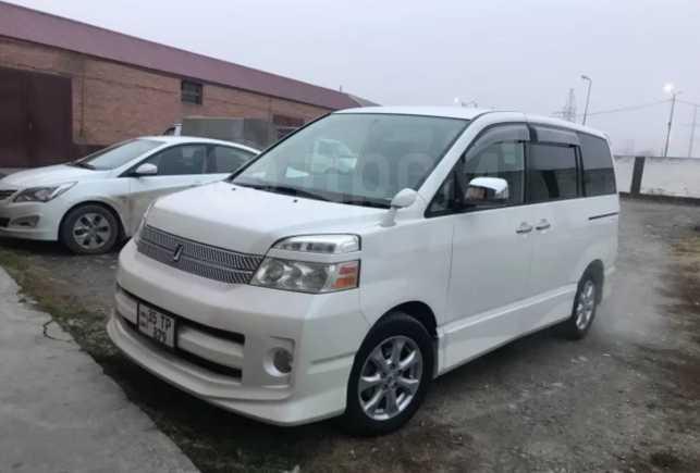 Toyota Voxy, 2005 год, 420 000 руб.