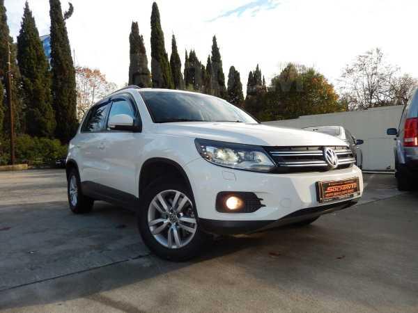 Volkswagen Tiguan, 2012 год, 825 000 руб.