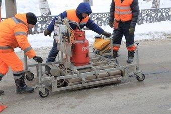 Он позволяет ремонтировать дорожное покрытие при температуре до минус 25 градусов.