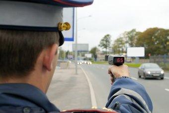 МВД и Минтранс до 1 марта 2019 года разработают поправки в КоАП для введения штрафа за превышение скорости на 10-20 км/ч.