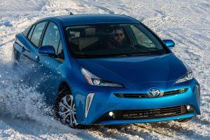 Обновленный Toyota Prius 4WD с левым рулем — первый тест-драйв