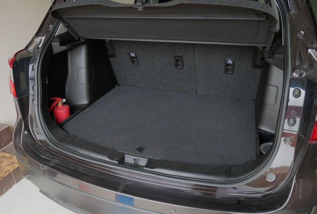 Багажник с полкой в верхнем положении