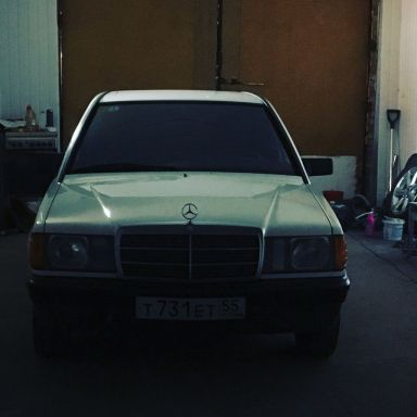 Mercedes-Benz 190, 1983