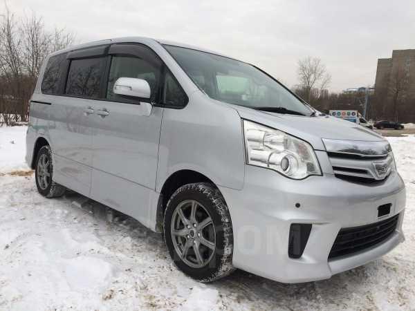 Toyota Noah, 2013 год, 1 225 000 руб.