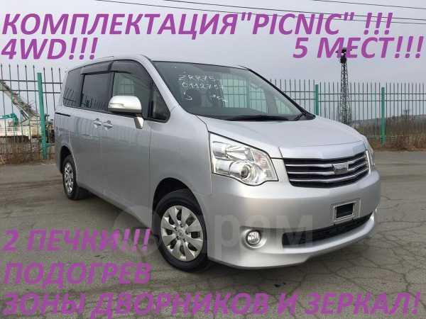 Toyota Noah, 2013 год, 985 000 руб.