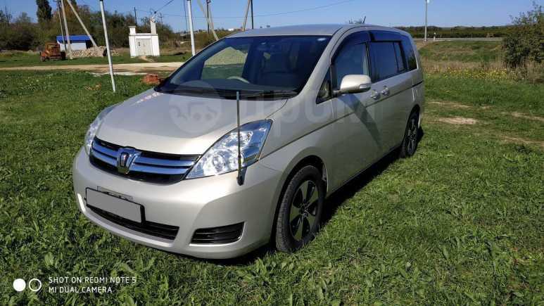 Toyota Isis, 2011 год, 745 000 руб.