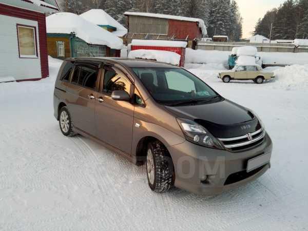 Toyota Isis, 2010 год, 765 000 руб.