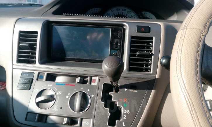 Toyota Raum, 2010 год, 530 000 руб.