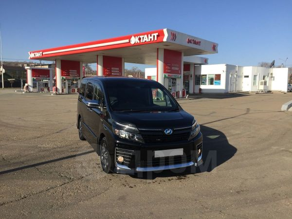 Toyota Voxy, 2017 год, 1 500 000 руб.