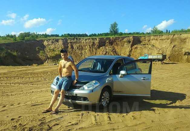 Nissan Tiida, 2004 год, 380 000 руб.
