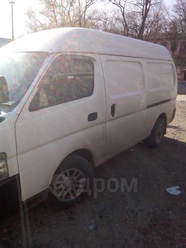 Nissan Caravan, 2004 год, 450 000 руб.