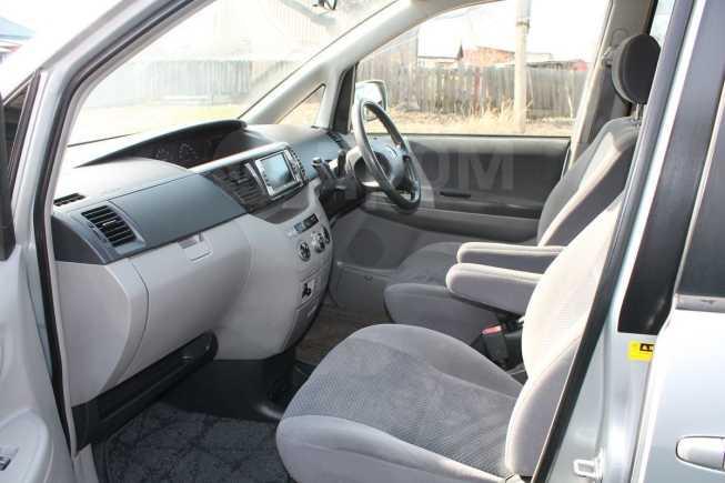Toyota Voxy, 2004 год, 330 000 руб.
