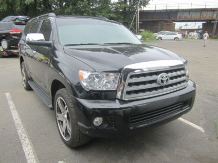 Toyota Sequoia 2010 - отзыв владельца