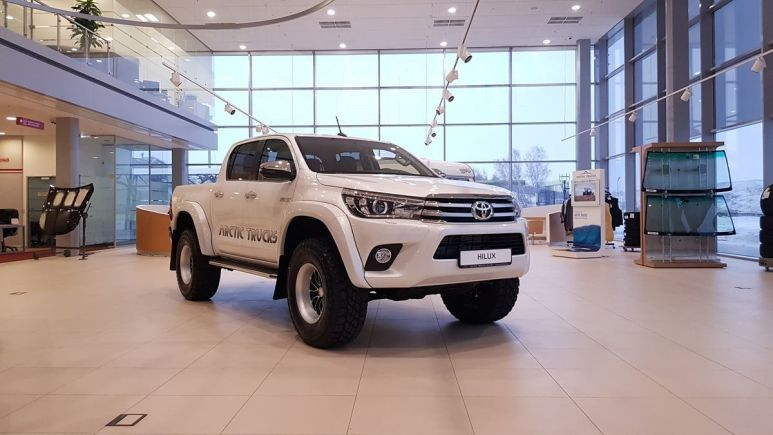 Toyota Hilux Pick Up, 2018 год, 3 328 000 руб.
