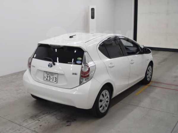 Toyota Aqua, 2012 год, 580 000 руб.
