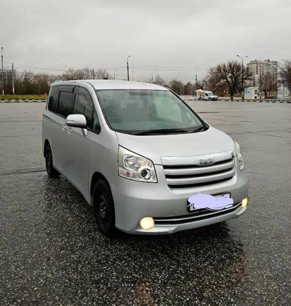 Toyota Noah, 2008 год, 670 000 руб.