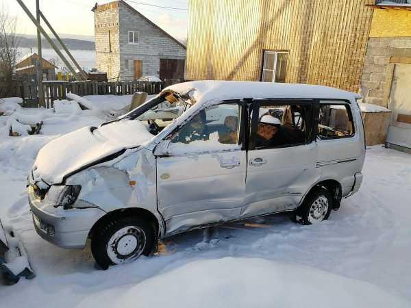 Toyota Town Ace Noah, 1999 год, 120 000 руб.