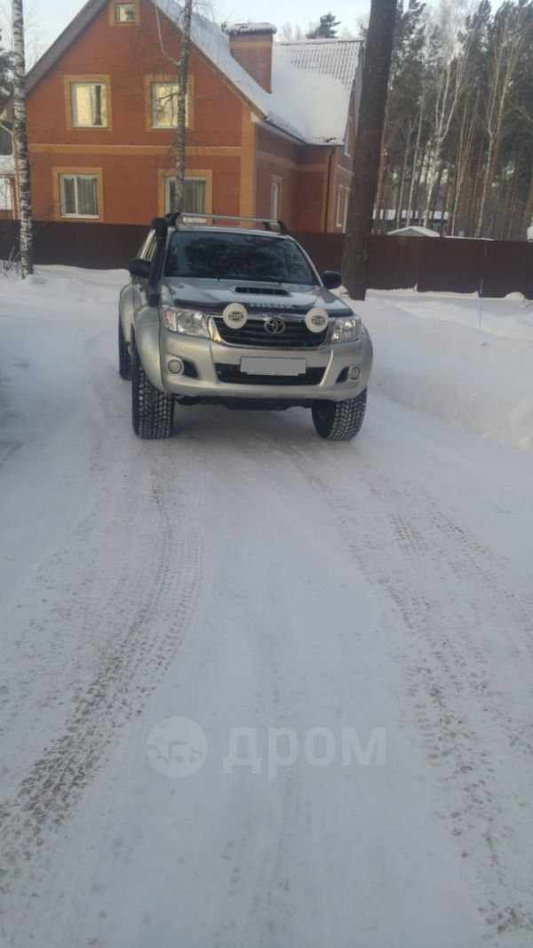 Toyota Hilux Pick Up, 2014 год, 1 550 000 руб.