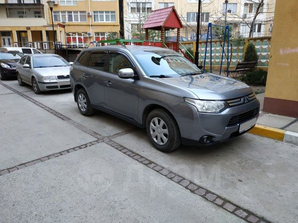 Mitsubishi Outlander, 2013 год, 880 000 руб.