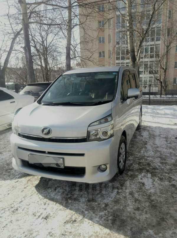 Toyota Voxy, 2010 год, 860 000 руб.