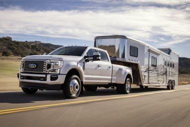 Новой версии огромного пикапа Ford F-Series Super Duty достался 7,3-литровый чугунный мотор