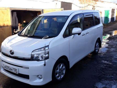 Toyota Voxy 2010 - отзыв владельца