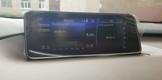 Экран можно делить на несколько частей и выводить карту/телефон/музыку одновременно