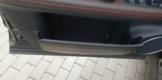 Откидные крышки на карманах двери - просто отличная идея.