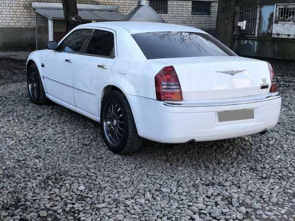 Chrysler 300C, 2004 год, 680 000 руб.
