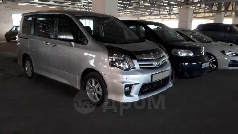 Toyota Noah, 2013 год, 1 300 000 руб.