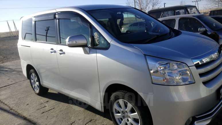 Toyota Noah, 2009 год, 700 000 руб.