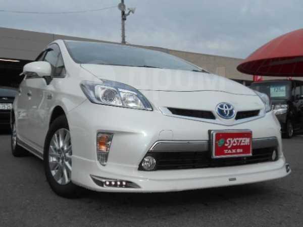 Toyota Prius PHV, 2015 год, 990 000 руб.