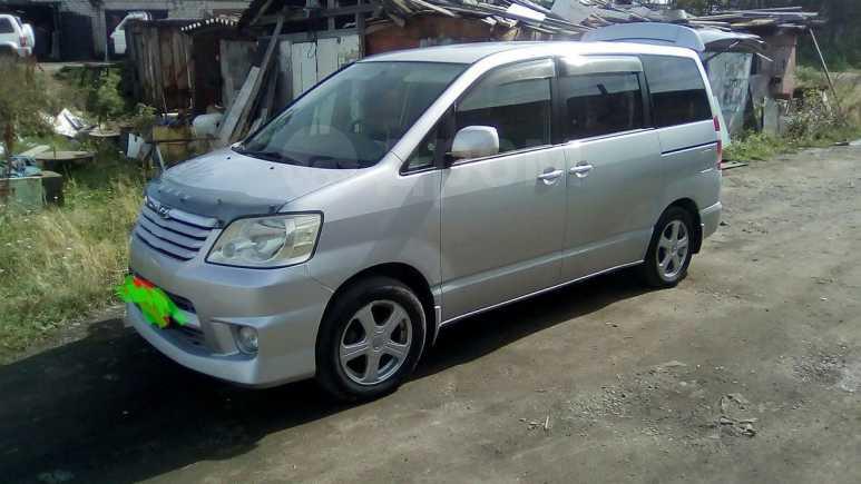 Toyota Noah, 2002 год, 557 000 руб.