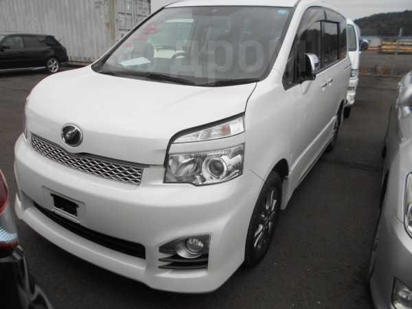 Toyota Voxy, 2012 год, 1 155 000 руб.