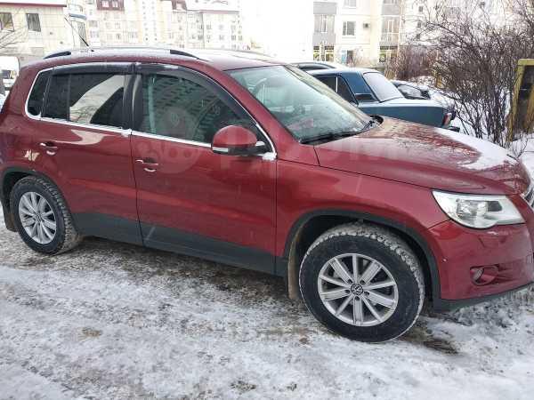 Volkswagen Tiguan, 2009 год, 700 000 руб.