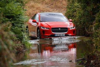Jaguar заработал столько же очков, сколько и Alpine A110, однако победил его по количеству отдавших свои голоса журналистов