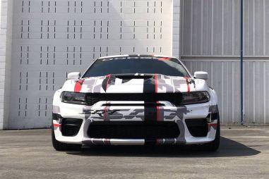 Американские мускулы: Dodge показал «одетый» в широкий обвес седан Charger