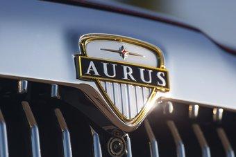 Когда кабриолеты Aurus начнут принимать парады — еще неизвестно.