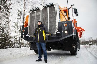 30-колесный монстр из Подмосковья. Мега-грузовик «Тонар»-7502