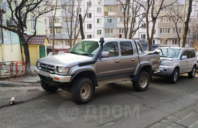 Toyota Hilux Pick Up, 2000 год, 699 000 руб.