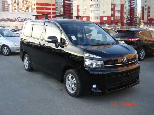 Toyota Voxy, 2012 год, 1 015 000 руб.
