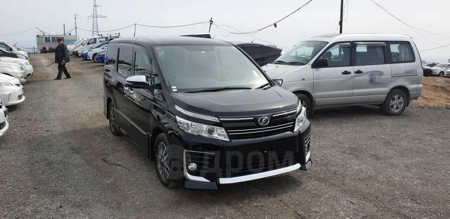 Toyota Voxy, 2014 год, 1 080 000 руб.