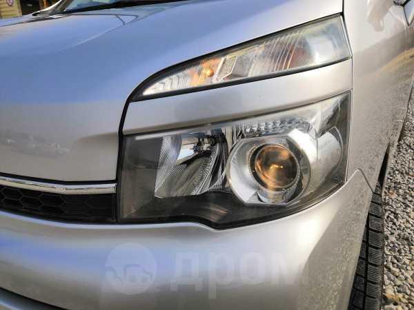 Toyota Voxy, 2012 год, 1 020 000 руб.