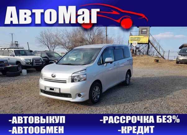 Toyota Voxy, 2008 год, 758 000 руб.