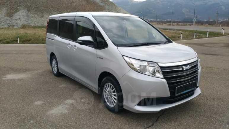 Toyota Noah, 2014 год, 1 150 000 руб.