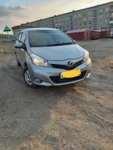 Оловянная Toyota Vitz 2011