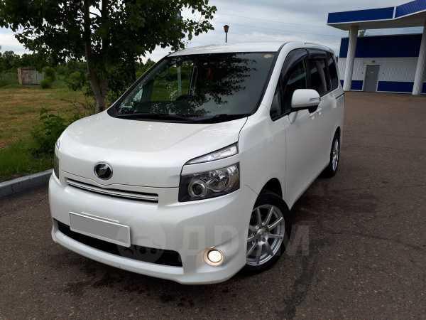 Toyota Voxy, 2008 год, 710 000 руб.