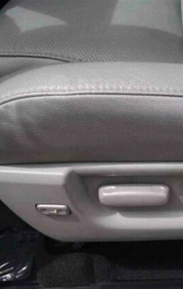 Toyota Tundra, 2011 год, 2 600 000 руб.