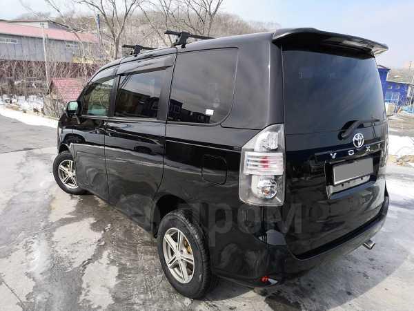 Toyota Voxy, 2011 год, 840 000 руб.